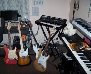 Fender, Fender, Gibson, Squier, Moog, Korg, Behringer